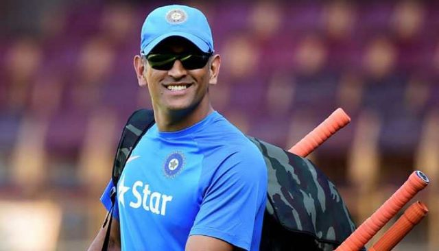 MS Dhoni, Sanju Samson Who is best suited to replace MS Dhoni?