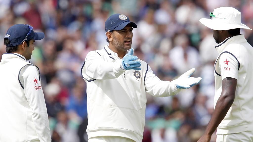 Dhoni thought don't understand Hindi