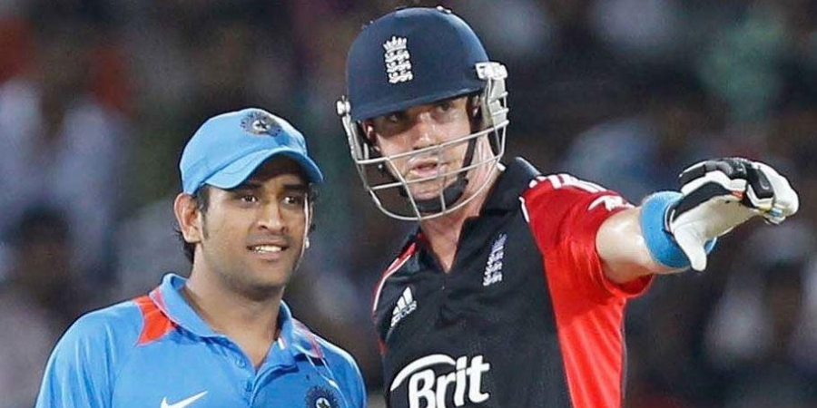 Kevin Pietersen Cheeky Message MS Dhoni
