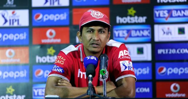 sanjay bangar managing senior player concern Dhoni Bangar