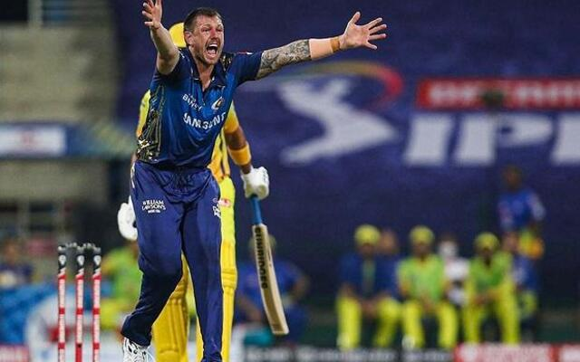 James Pattinson MI v RCB 5 players watch